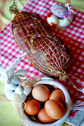 16.03.2016, Zagreb, CRO, Osterjause, im Bild geräucherter Schinken, Eier und Meerrettich auf einem Tisch serviert // Food that is served for Easter. Smoked rolled ham and eggs with horseradish, Zagreb, Croatia on 2016/03/16. EXPA Pictures © 2016, PhotoCredit: EXPA/ Pixsell/ Slavko Midzor<br /> <br /> *****ATTENTION - for AUT, SLO, SUI, SWE, ITA, FRA only*****