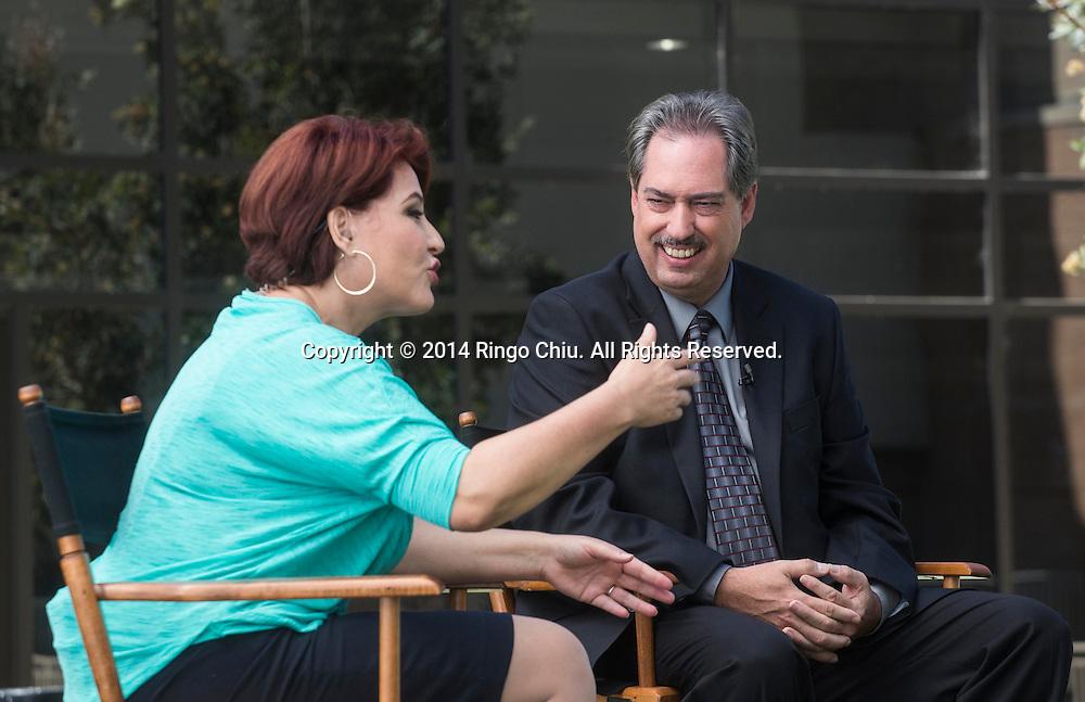 "Pascual Garrido of SCE Federal Credit Union, interviewed by Ofelia de la Torre, at a taping of Spanish-language talk show ""Tu Mundo Hoy!""<br /> (Photo by Ringo Chiu/PHOTOFORMULA.com)"