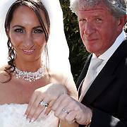 NLD/Laren/20070829 - Huwelijk Willibrord Frequin en Susanne Rastin, tonen hun trouwringen