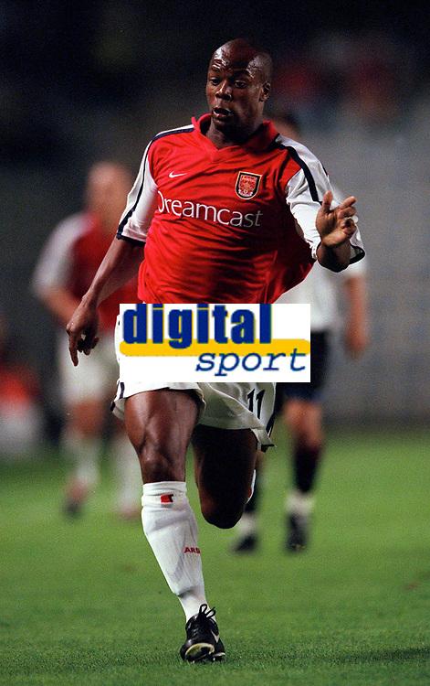 Sylvian Wiltord (Arsenal). AC Sparta Prague 0:1 Arsenal. UEFA Champions League, Prague, Czech Republic, 12/9/2000. Credit: Colorsport / Stuart MacFarlane.