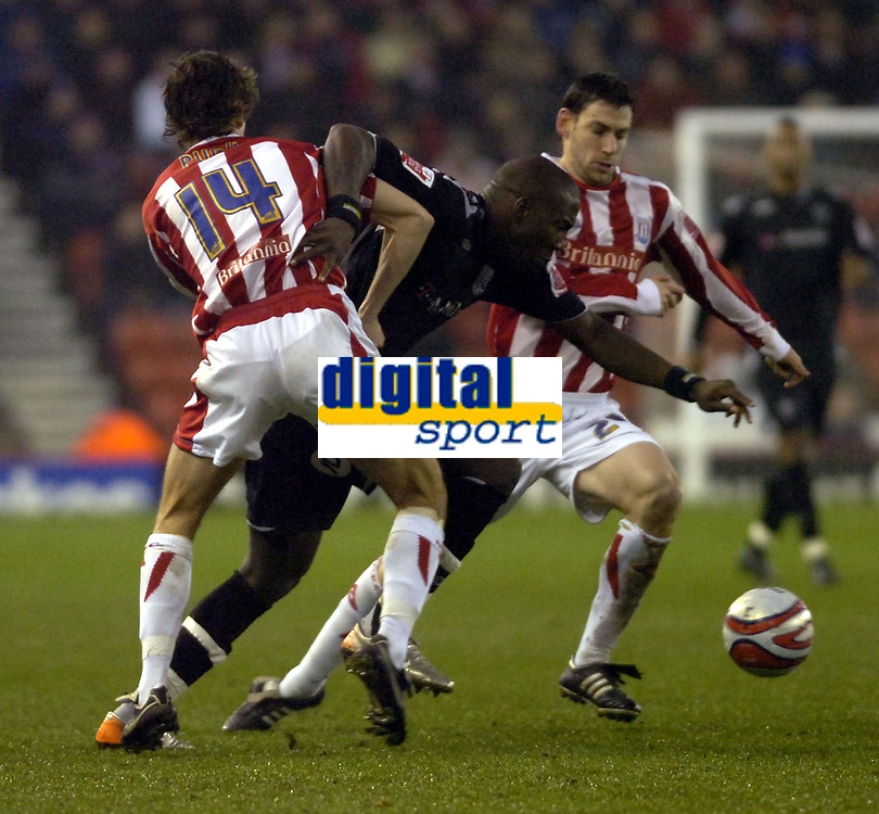 Photo: Matt Bright/Sportsbeat Images.<br /> Stoke City v West Bromwich Albion. Coca Cola Championship. 22/12/2007.<br /> Ishmael Miller of West Bromwich Albion find a path through Danny Pugh & Rory Delap of Stoke