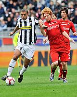 Felipe Melo (Juventus) e Davide Biondini (Cagliari)<br /> Torino 11/04/2010 Stadio Olimpico<br /> Juventus Cagliari - Campionato di Serie A Tim 2009-10.<br /> Foto Giorgio Perottino / Insidefoto