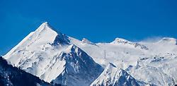 THEMENBILD - Blick auf ein frisch verschneites Kitzsteinhorn, aufgenommen am 31. Maerz 2015, Zell am See, Österreich // View of a fresh snow covered Kitzsteinhorn, Zell am See, Austria on 2015/04/03. EXPA Pictures © 2015, PhotoCredit: EXPA/ JFK