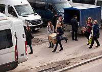 """04.03.2017 Bialystok woj podlaskie W kazdy weekend bialostockie centra handlowe przezywaja """" najzad """" klientow z Bialorusi , najwiecej z oddalonego o 80 km Grodna . Bialorusini kupuja glownie elektronike oraz artykuly zywnosciowe , duzo tansze niz w bialoruskich sklepach fot Michal Kosc / AGENCJA WSCHOD"""