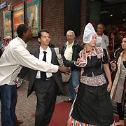 NLD/Amsterdam/20061012 - Borat bezoekt Nederland promotie film Cultural Learnings Of America For Make Benefit Glorious Nation Of Kazakhstan, beveiliging grijpt in