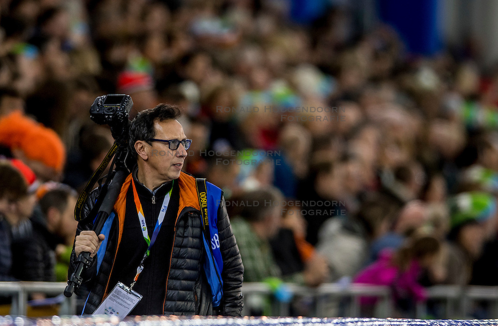 10-12-2016 NED: ISU World Cup Speed Skating, Heerenveen<br /> 1500 m men / Soenar Chamid fotograaf media