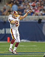 Washington Redskins quarterback Mark Brunell dumps off a short pass in the second half against St. Louis, at the Edward Jones Dome in St. Louis, Missouri, December 4, 2005.  The Redskins beat the Rams 24-9.