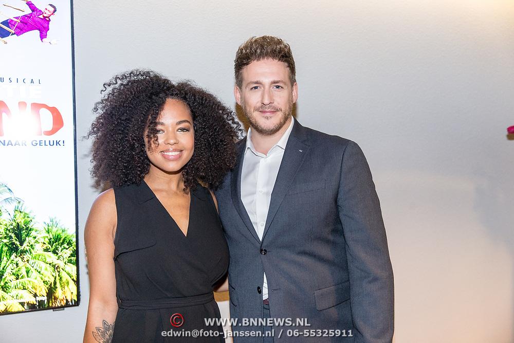 NLD/Amsterdam/20181028 - Premiere Expeditie Eiland, Robbert van den Bergh en Tjindjara Metschendorp