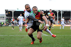 Olly Woodburn of Bath Rugby competes for the ball with Ross Chisholm of Harlequins - Photo mandatory by-line: Patrick Khachfe/JMP - Mobile: 07966 386802 31/01/2015 - SPORT - RUGBY UNION - London - The Twickenham Stoop - Harlequins v Bath Rugby - LV= Cup