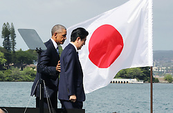 "US-Präsident Barack Obama und Japans Premier Shinzo Abe beim Gedenken an die Opfer des japanischen Angriffs auf Pearl Harbor vor 75 Jahren / 271216<br /> <br /> <br /> <br /> ***Japanese Prime Minister Shinzo Abe (R) and U.S. President Barack Obama complete their speeches at Pearl Harbor in Hawaii on Dec. 27, 2016. Abe offered his ""sincere and everlasting condolences"" for those who died in the Japanese attack there in 1941.***"