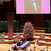 NLD/Amsterdam/20100122 - Uitvaart Edgar Vos, zang van Wende Snijders