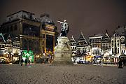 Ghent, Belgium, Nov 23, 2008, First snow at the Vrijdagsmarkt. PHOTO © Christophe VANDER EECKEN