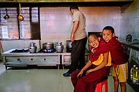 Nepal, Vallee de Kathmandu, Katmandou, village de Bodnath, cuisine du monastère tibetain Tsechen Shedup Ling Sakya Tharig Monastery // Nepal, Kathmandu valley, Bodnath village, Tsechen Shedup Ling Sakya Tharig tibetan monastery kitchen