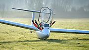 Nederland, Middelaar, 5-12-2012Zwarte Pieten arriveren per zweefvliegtuig bij de leerlingen van de basisschool .Foto: Flip Franssen/Hollandse Hoogte