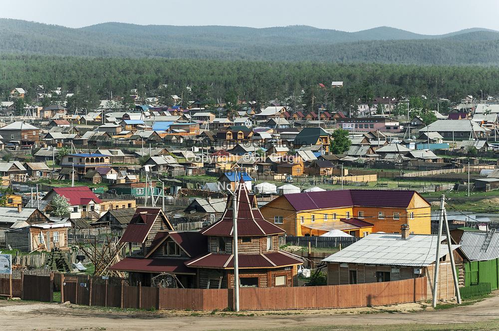Russie, Sibérie, sur le bords du Lac Baïkal inscrit au Patrimoine mondial de l'Humanité par l'Unesco, île d'Olkhone, bourg et capitale de l'île : Khuzhir // Russia, Siberia, Baikal lake at the World Heritage by Unesco, capital town of island : Khuzhir