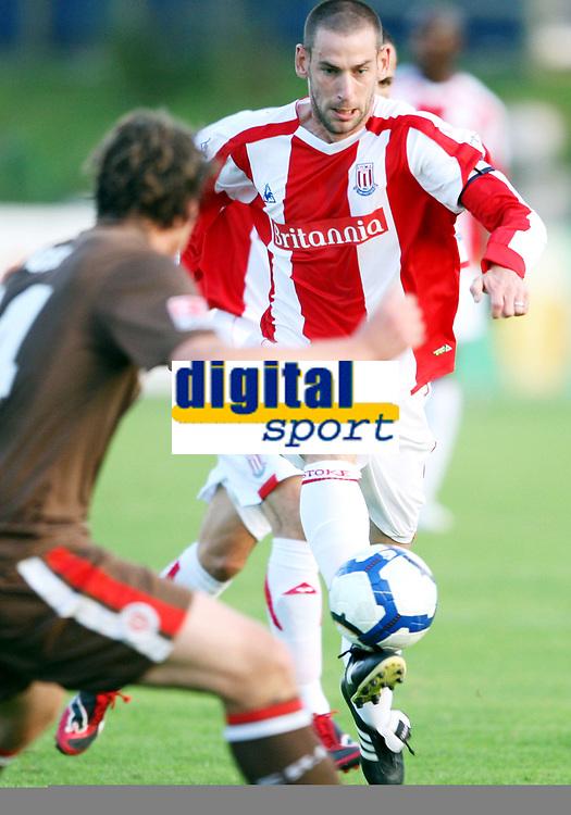 Fotball<br /> 17.07.2009<br /> St Pauli v Stoke<br /> Irdning Østerrike<br /> Foto: Gepa/Digitalsport<br /> NORWAY ONLY<br /> <br /> Bild zeigt Rori Delap (Stoke City)