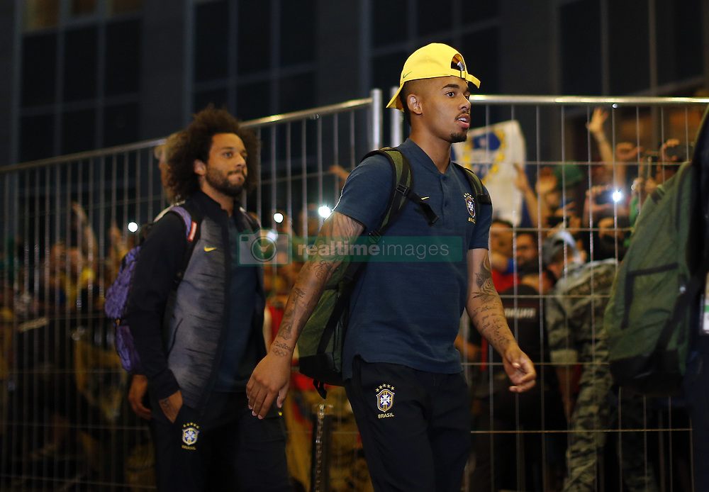 June 25, 2018 - Moscou, Rússia - MOSCOU, MO - 25.06.2018: ARRIVAL OF THE SELECTION IN MOSCOW - Gabriel Jesus and Marcelo of the Brazilian Soccer Team arrive with a crowd at the door of the Renaissance hotel in Moscow on Monday (25) (Credit Image: © Rodolfo Buhrer/Fotoarena via ZUMA Press)