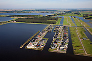 Nederland, Groningen, Oldambt, 08-09-2009; Blauwestad, nieuw aangelegd woongebied inclusief recreatiegebied. Het Oldambtmeer dient ook als waterberging. Het project Blauwe Stad is bedoelt om de economisch achtergebleven regio van Noordoost Groningen een impuls te geven.Het eerst gereedgekomen deel, met kavels voor zelfbouw, is 'De Wei'..Blauwestad (Blue City) newly constructed residential area, including recreational lake. The Oldambt lake also serves as water storage. .The Blue City project is meant to give a boost to the  economically backward region of northeast Groningen. The first part to be finished with plots suited for 'DIY' buidling of houses is 'De Wei' (Meadow) l .luchtfoto (toeslag); aerial photo (additional fee required); .foto Siebe Swart / photo Siebe Swart