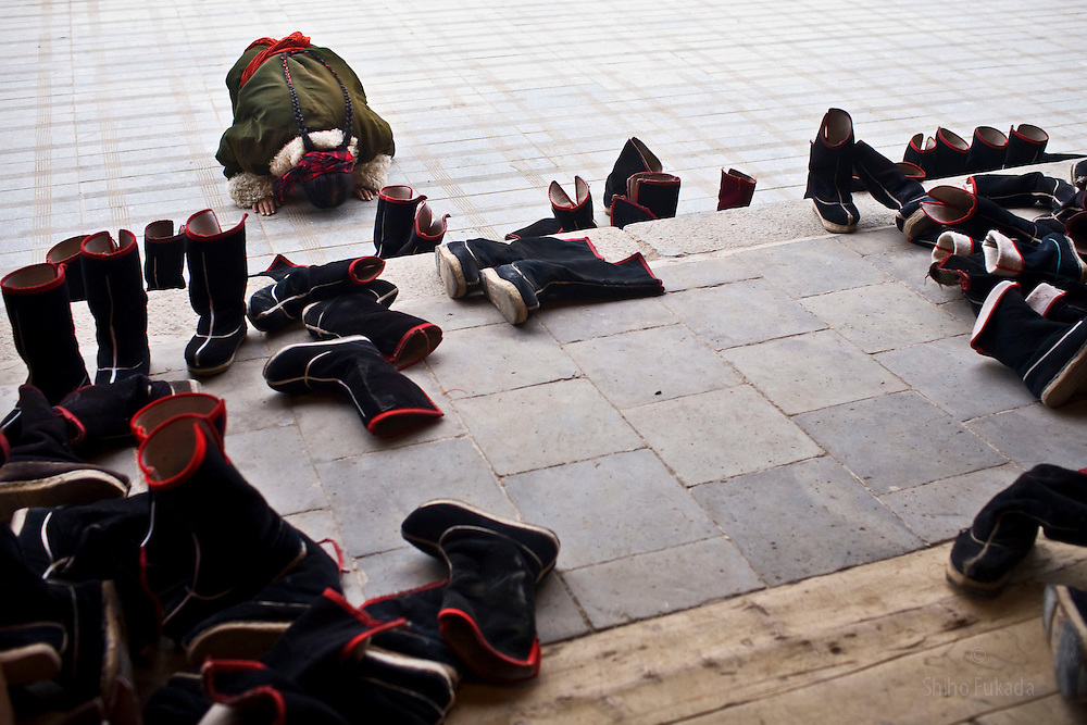 Tibet New Year - China - Edward Wong<br /> Tibetans pray at Rongwo monastery  (Longwu in Chinese) on Tibetan New Year's Day in Rebkong (Tongren in Chinese), Qinghai province in China, February 25, 2009. Photo by Shiho Fukada for The New York Times