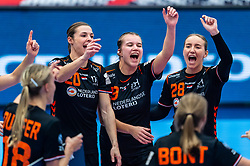 Inger Smits of Netherlands, Nikita Van Der Vliet of Netherlands, Merel Freriks of Netherlands celebrate after the Women's EHF Euro 2020 match between Netherlands and Hungry at Sydbank Arena on december 08, 2020 in Kolding, Denmark (Photo by RHF Agency/Ronald Hoogendoorn)