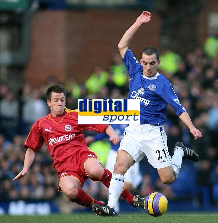 Photo: Paul Thomas.<br /> Everton v Reading. The Barclays Premiership. 14/01/2007.<br /> <br /> Leon Osman (R) of Everton battles with Nicky Shorey