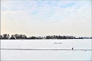 Nederland, Nijmegen, 22-1-2013Op de oude waal in de ooijpolder, een dode arm van de rivier, schaatsen mensen op een schoongemaakte baan. Het ijs is niet overal dik en sterk genoeg. Er zijn windwakken.Foto: Flip Franssen