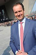 Zijne Majesteit Koning Willem-Alexander opent donderdagmiddag 13 maart officieel het nieuwe treinstation Rotterdam Centraal.De nieuwbouw van het spoordeel, de stationshal en directe omgeving duurde in totaal 9 jaar en kostte ruim 657 miljoen euro.Meest opvallende onderdeel van de nieuwbouw is het forse, spiegelende puntdak van roestvrij staal dat in de richting van het centrum wijst.Het gebouw kreeg daarom de bijnaam 'station kapsalon'. De naam verwijst naar het bakje waarin een Rotterdamse snack wordt geserveerd.<br /> <br /> His Majesty King Willem-Alexander opened Thursday afternoon March 13 officially the new Rotterdam Centraal.De railway station building cost more than 657 million euro.Most striking part of the new building is the large, reflective stainless steel gabled roof pointing towards the center.The building was therefore nicknamed 'Kapsalon'. The name refers to the container in which a Rotterdam snack is served.<br /> <br /> Op de foto / On the photo:  Timo Hugens - directeur  Nederlandse Spoorwegen