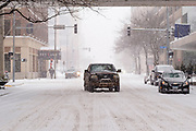 29 DECEMBER 2020 - DES MOINES, IOWA: Traffic on Locust Street in downtown Des Moines during the heaviest snowfall so far of the 2020-21 winter. Des Moines was expected to get about 8 inches of snow before Wednesday morning. Statewide, across Iowa, more than 900 snowplows have been called out to clear the roads.       PHOTO BY JACK KURTZ