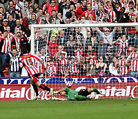 Photo: Mark Stephenson/Richard Lane Photography. <br /> Sheffield United v Cardiff City. Coca-Cola Championship. 19/04/2008. <br /> Sheffield's Gary Speed scores from the penalty spot
