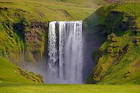 Islande, Chutes de Skogafoss // Iceland, Skogafoss waterfall