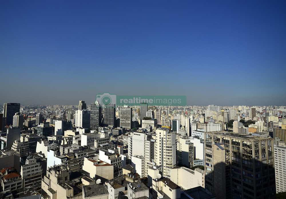 July 26, 2018 - Sao Paulo, Sao Paulo, Brazil - View of the city of Sao Paulo in the central region on 26 July 2018. The Metropolitan Region of São Paulo did not have a great rain 100 days ago. The last heavy rain was April 16, according to INMET. Since then, there has been no rainfall above 10 mm in the area. In addition to dry weather and pollution, the level of reservoirs that supplies the state worries because it falls every day. (Credit Image: © Cris Faga/NurPhoto via ZUMA Press)