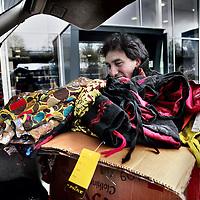 Nederland, Amsterdam , 26 april 2015.<br /> De Nepalees Ram Budhatoki steunt de slachtoffers in Nepal n.a.v. de aardbeving met  Nepalese kleding van Pure Clothing te verkopen tijdens de vrijmarkt van Koningsdag. De opbrengst daarvan gaat rechtstreeks naar Nepal.<br /> Op de foto: Ram Budhatoki verzamelt en laadt kleding in om te vervoeren naar de vrijmarkt.<br /> Foto:Jean-Pierre Jans
