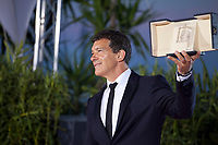 Antonio Banderas, winner of the Best Actor award for the film Dolor Y Gloria (Pain and Glory) at the Palme D'Or Award photo call at the 72nd Cannes Film Festival, Saturday 25th May 2019, Cannes, France. Photo credit: Doreen Kennedy