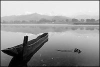 Nepal. Pokhara. Lac Pewa Tal. // Nepal. Pokhara. Pewa Tal lake.