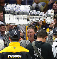 NASHVILLE, TN - JUNE 11:  Mario Lemeiux co-owner of the Pittsburgh Penguins celebrates with the Stanley Cup trophy after they defeated the Nashville Predators 2-0 in Game Six of the 2017 NHL Stanley Cup Final at the Bridgestone Arena on June 11, 2017 in Nashville, Tennessee.  (Photo by Frederick Breedon/Getty Images)