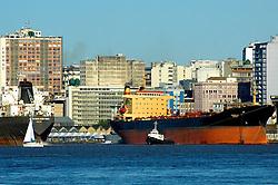 Porto Alegre e seu porto visto a partir da Ilha da Pintada. FOTO: Alfonso Abraham/Preview.com
