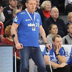 Flensburg, 08.02.17, Sport, Handball, DKB Handball Bundesliga, Saison 2016/2017, SG Flensburg-Handewitt - THW Kiel : Alfred Gislason (THW Kiel, Trainer) beim Spiel in der Handball Bundesliga, SG Flensburg-Handewitt - THW Kiel.<br /> <br /> Foto © PIX-Sportfotos *** Foto ist honorarpflichtig! *** Auf Anfrage in hoeherer Qualitaet/Aufloesung. Belegexemplar erbeten. Veroeffentlichung ausschliesslich fuer journalistisch-publizistische Zwecke. For editorial use only.