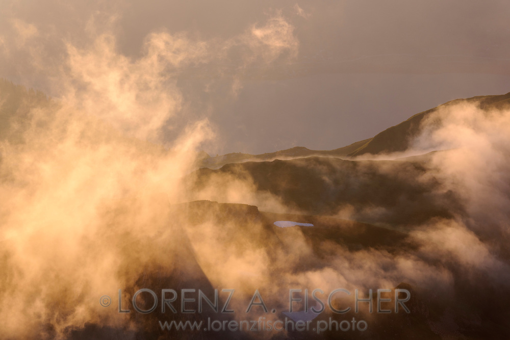 Landschaftsimpressionen mit Wolken- und Nebelstimmung vom Faulhorn oberhalb Grindelwald gesehen.
