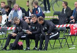 Assistenttræner Mikkel Thygesen og cheftræner Morten Eskesen under kampen i Sydbank Pokalen, 1. runde, mellem Bispebjerg Boldklub og FC Helsingør den 2. september 2020 i Lersø Parken (Foto: Claus Birch).