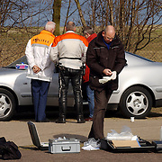Duitse auto gevonden onder verdachte omstandigheden parkeerplaats Stichtse Strand Voorland Blaricum.politie, Gooi & Vechtstreek, onderzoek, technisch recherche