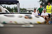 Aurelien Bonneteau van de universiteit Annecy tijdens zijn uurrecordpoging. In Duitsland worden op de Dekrabaan bij Schipkau recordpogingen gedaan met speciale ligfietsen tijdens een speciaal recordweekend.<br /> <br /> Aurelien Bonneteau of the university of Annecy at his hour record attempt. In Germany at the Dekra track near Schipkau cyclists try to set new speed records with special recumbents bikes at a special record weekend.