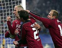 Fotball<br /> Foto: Witters/Digitalsport<br /> NORWAY ONLY<br /> <br /> Jubel 2:0 v.l. Sergej Barbarez, Rafael van der Vaart, David Jarolim HSV<br /> UEFA-Cup Achtelfinale Hamburger SV - Rapid Bukarest