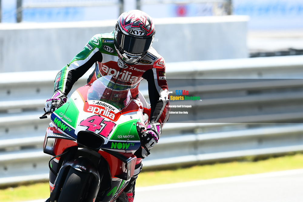 BURIRAM, THAILAND - OCTOBER 05: Aleix Espargaro (41) of Spain and Aprilia Racing Team Gresini during FP1 at the MotoGP PTT Thailand Grand Prix 2018, Chang International Circuit, Thailand on October 05, 2018. <br /> .<br /> .<br /> .<br /> (Photo by: Naratip Golf Srisupab/SEALs Sports Images)<br /> .<br /> Any image use must include a mandatory credit line adjacent to the content which should read: Naratip Golf Srisupab/SEALs Sports Images