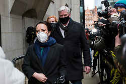 """© Licensed to London News Pictures. 04/01/2021. LONDON, UK. Stella Moris (L), Julian Assange's partner,and Kristinn Hrafnsson (C), Wikileaks editor in chief, enter the Old Bailey Central Criminal Court where the ruling is being made inside on the extradition trial of Julian Assange, Wikileaks founder.  Mr Assange has been charged by the United States' Espionage Act of """"disclosing classified documents related to the national defence"""".  Photo credit: Stephen Chung/LNP"""