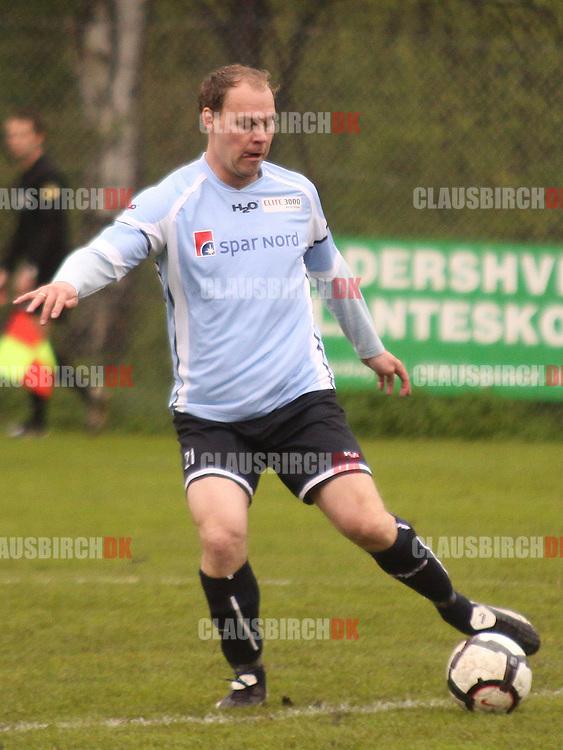 FODBOLD: Spillende træner Stefan Bidstrup (Helsingør) under kampen i Danmarksserien, pulje 1, mellem Gentofte-Vangede IF og Elite 3000 Helsingør den 15. maj 2010 i Nymosen, Vangede. Foto: Claus Birch