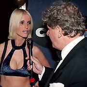 Playboy Feest 2000, Willibrord Frequin interviewt meisje in bikini