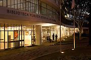 Belo Horizonte_MG, Brasil...Biblioteca publica estadual Luiz de Bessa, que faz parte do Circuito Cultural e esta localizada na Praca da Liberdade, a biblioteca foi projetada por Oscar Niemeyer, Minas Gerais...The state public library Luiz de Bessa, located in Liberade square and designed by Oscar Niemeyer. Its a Cultural Circuit in Belo Horizonte, Minas Gerais...Foto: LEO DRUMOND / NITRO.