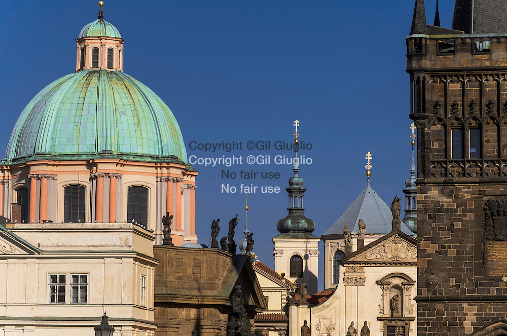 République Tchèque, Prague, Staré Mesto, Praha 1, coupole du Clementinum vue depuis Pont Charles // Czech Republic, Prague, Stare Mesto, Praha 1, Clementinum dome  from Charles Bridge