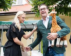 """27.06.2017, Tiergarten Schönbrunn, Wien, AUT, Übernahme Giraffen Patenschaft im Tiergarten Schönburnn durch FPÖ Bundesobmann Strache mit Frau Philippa. im Bild Klubobmann FPÖ Heinz-Christian Strache mit seiner Frau Philippa // Leader of the austrian right wing party FPOe Heinz Christian Strache and his wife Philippa taking a sponsorship for giraffes at the zoo vienna """"Schoenbrunn""""  in Vienna, Austria on 2017/06/27. EXPA Pictures © 2017, PhotoCredit: EXPA/ Michael Gruber"""