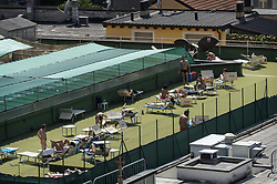 May 27, 2017 - Milan, Italy - Almost 30 degrees in Milan and with very hot heat. People use this sun for the first tanning and not having the sea available, sunbathe on the roofs of the palaces. Milan. May 27, 2017  (Credit Image: © Fabrizio Di Nucci/NurPhoto via ZUMA Press)